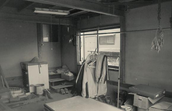 車庫が邪魔になって暗い家の中