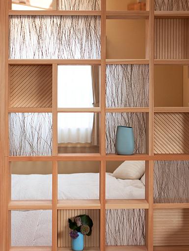 間仕切りだけとしの機能だけではなく、飾り棚としての機能も持つ