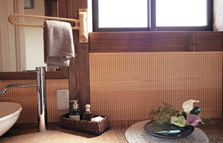 木をタイル調にして洗面やトイレに使用