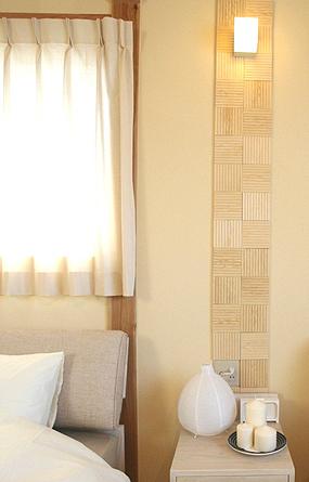 シンプルな寝室にもアクセントを