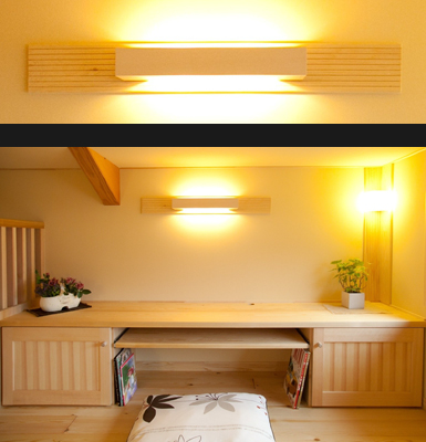 ホテルの一室を思わせる照明