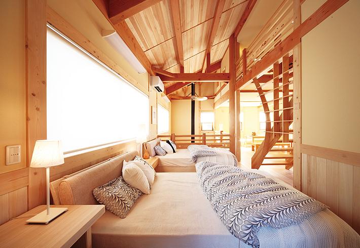 階段をパーテーションとすることで、部屋を広く見せる