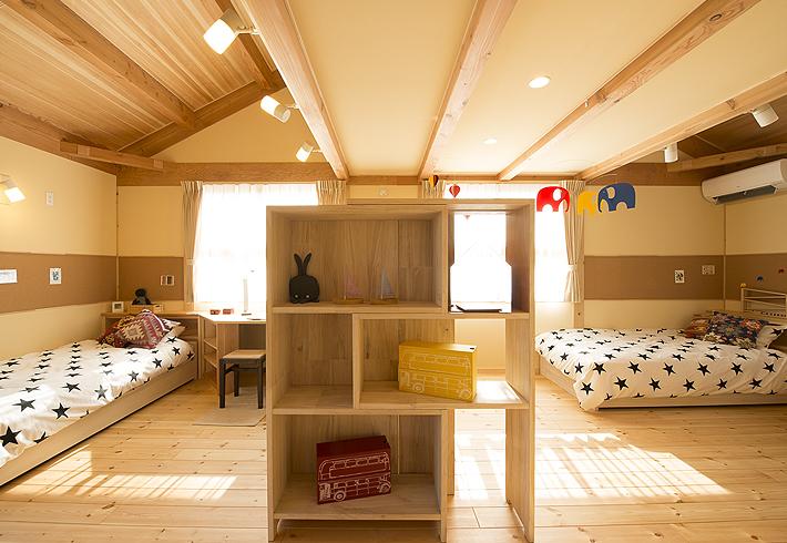 子供たちの成長に合わせ、家具も変化に富んだものを