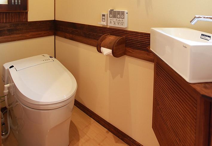 床・壁に使用している無垢や珪藻土クロスが余分な湿気を吸収してくれるのでいつも快適