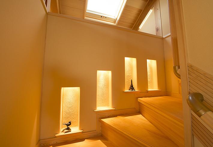 アートギャラー風の階段足下灯