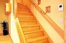赤松無垢階段・無垢階段手すり 写真