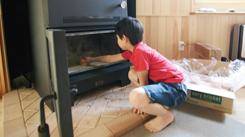 お子様でも簡単に薪ストーブを取り扱うことが出来ます。